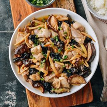 CHICKEN WITH MUSHROOMS & BAMBOO