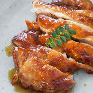 CRISPY SKIN CHICKEN WITH BBQ SAUCE