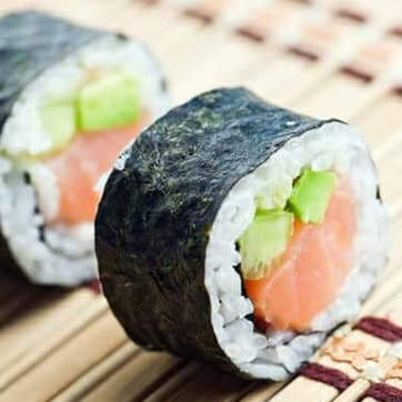 MAKI ROLLS WITH SALMON AND CUCUMBER