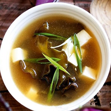 MISO SOUP WITH SEAWEEDS AND TOFU