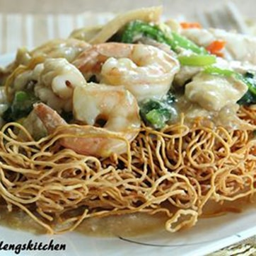 SEAFOOD WITH CRISPY NOODLES