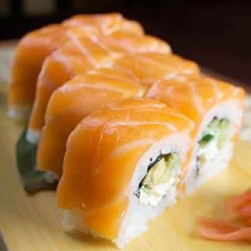 URAMAKI / INSIDE OUT – SMOKED SALMON